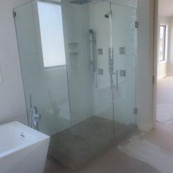 Shower enclosure made of glass