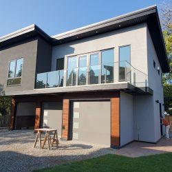Beautiful glass railing for homes in kelowna